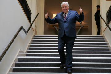 Clive Palmer quietly adds another $5m Brisbane house to his compound