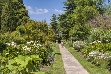 Coombe Farm: A stroll through at Dame Nellie Melba's gardens