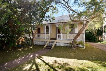 Brisbane auctions: Punters poised to compete for prestige properties