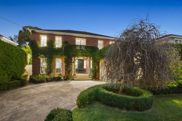 'It's a lot of money': Glen Iris home soars more than $500,000 above reserve