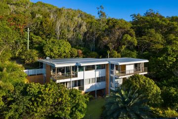 Gold Coast on fire: Burleigh property sells for whopping $1.875m over reserve