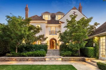 Spotlight CEO lists Kooyong mansion with $8m to $8.8m guide