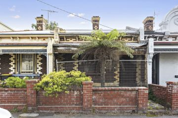Buyer drops $750,000 on St Kilda deceased estate he couldn't see first