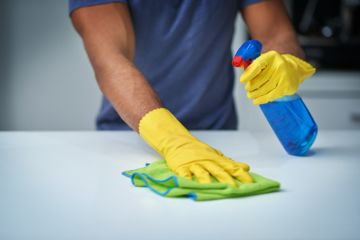 Experts warn common cleaning combo creates 'toxic chlorine gas'