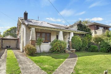 Glen Iris house with leaking roof and outside toilet fetches $1.41m