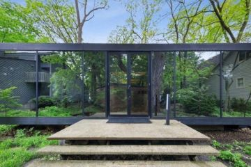 The 1970s house made entirely of glass in the middle of the forest