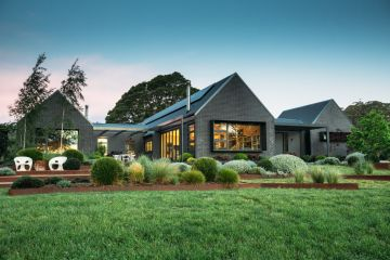 Can an off-the-grid home be luxurious? This Southern Highlands house shows how