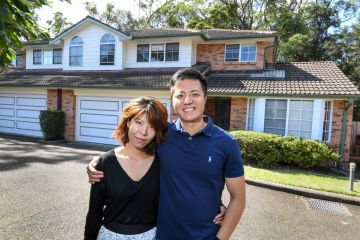 Buy or sell first? The seller's dilemma in a rising property market