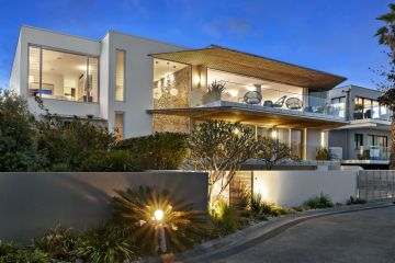 Inside Jennifer Hawkins luxurious former North Curl Curl home that's currently up for auction