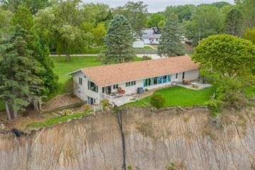 'This doesn't seem up to code': House falling off cliff sells for $250,000
