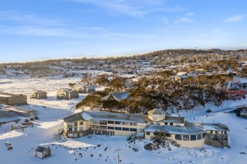 'Insatiable': demand for alpine property so strong Perisher hotel could be snapped up by wealthy family