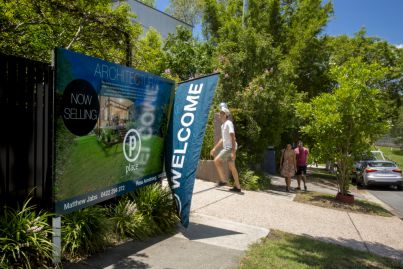 Brisbane buyers unfazed by virtual auctions, fight it out online for property