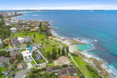 Cronulla house smashes reserve by a whopping $1.3m at auction