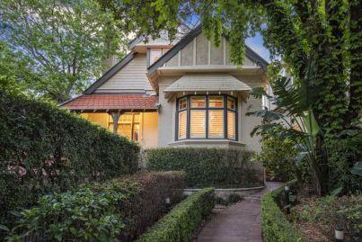 Sydney housing 'overvalued' as Australian home buyers take on more debt