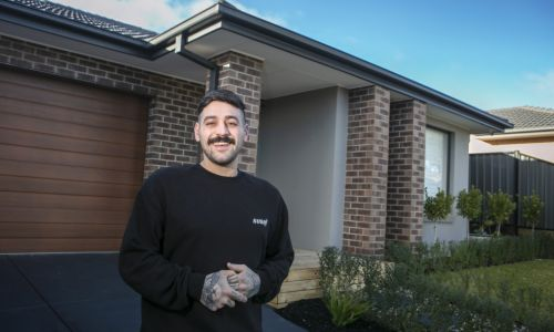 Melbourne vendors who sell at auction pocket tens of thousands more