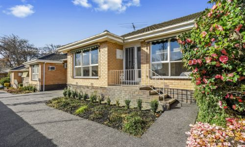 Melbourne's property market rushes to move online again