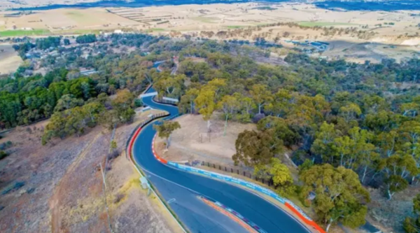 Trackside Mount Panorama property hits the market just in time for the Bathurst 1000