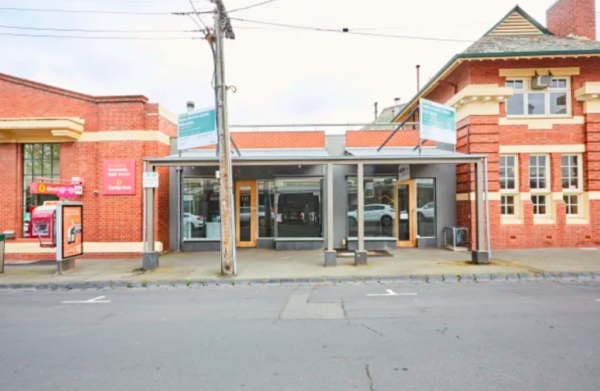 Deal deposits bank branch in Melbourne