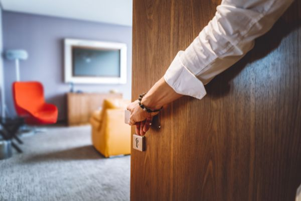 Queensland faces 21,000 empty hotel rooms over summer