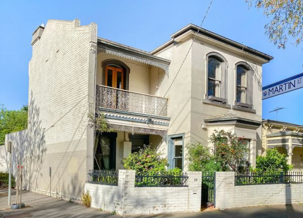 Melbourne Auctions Ww2 Veteran S South Melbourne Home Sells For 203 000 Above Reserve