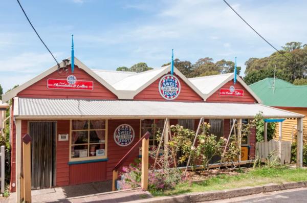 Lolly shop in idyllic Tilba hits the sweet spot