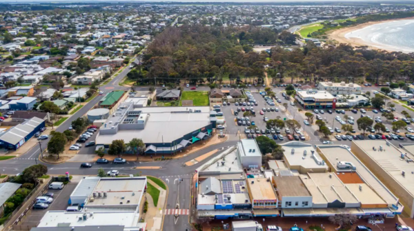 Regional Woolworths sets new low yield benchmark