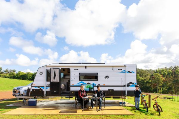 Young Aussies hit the road in caravans as grey nomads take a back seat