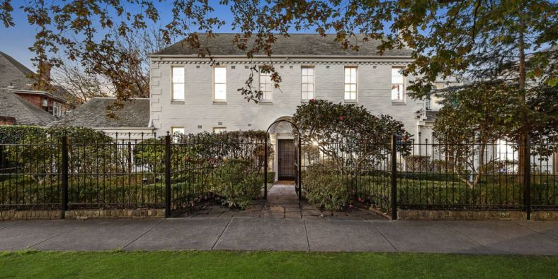 Toorak mansion sells for $14.25m at auction, $2.75m above reserve
