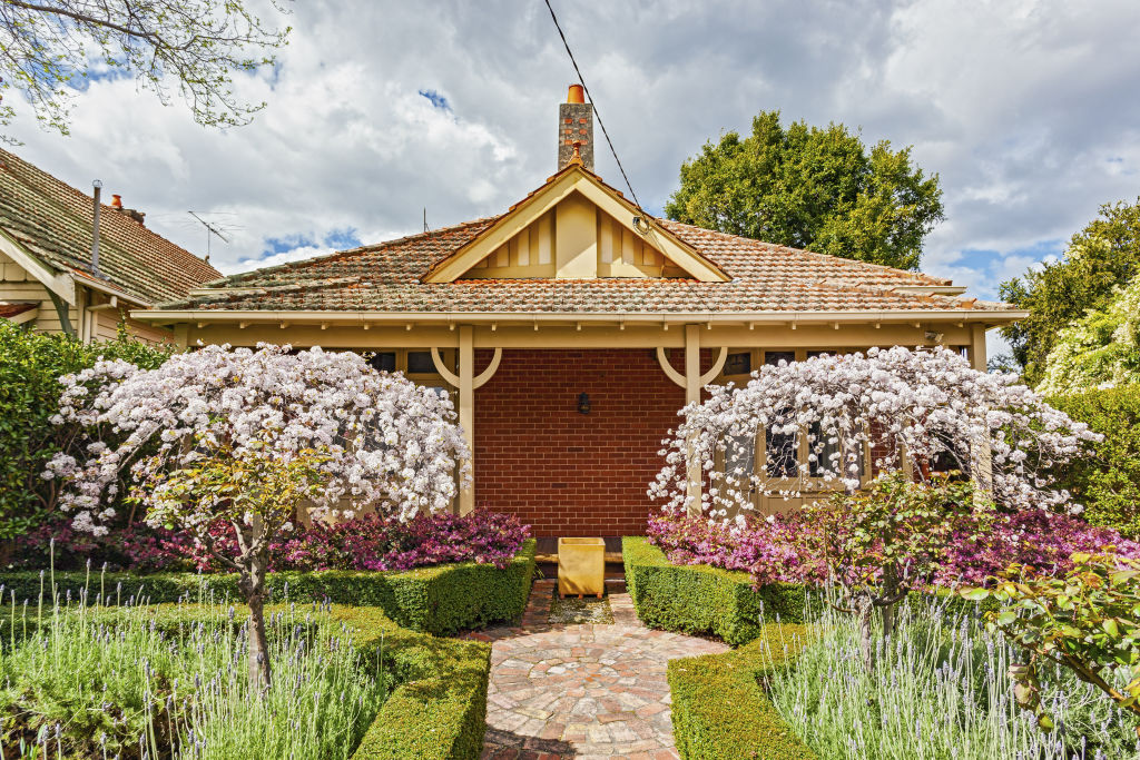 Period home with garden in full spring bloom