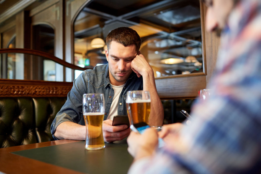 generic pub, beer, alcohol, drinking, drunk, mobile, phone, communication, antisocial, social.  pic from shutterstock no credit required