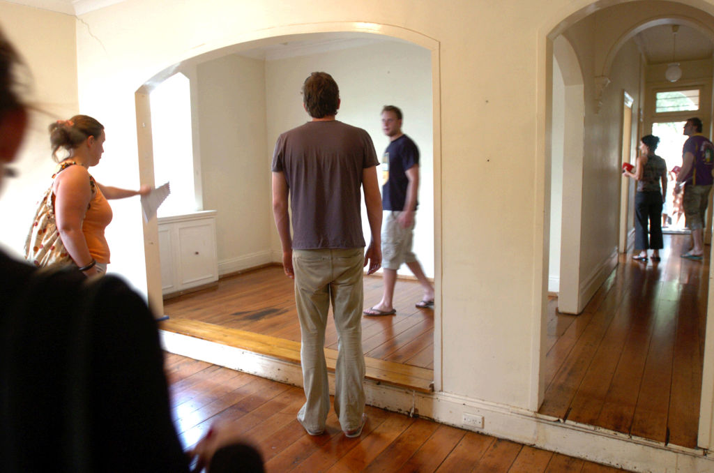 Renters flock to an open inspection in Saber St, Woollahra, on Thursday afternoon. Because of the current shortage in the rental market, there is strong competition to lease properties. Thursday 23 February 2006 SMH NEWS Picture by JANIE BARRETT