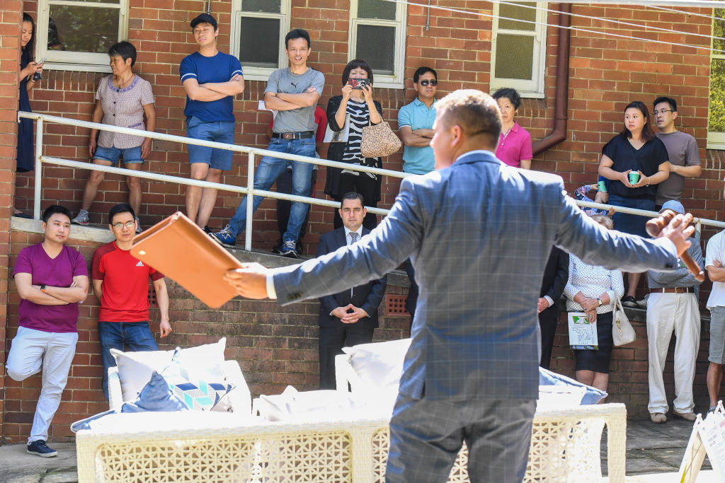 Auctioneer Mark Morris in action.