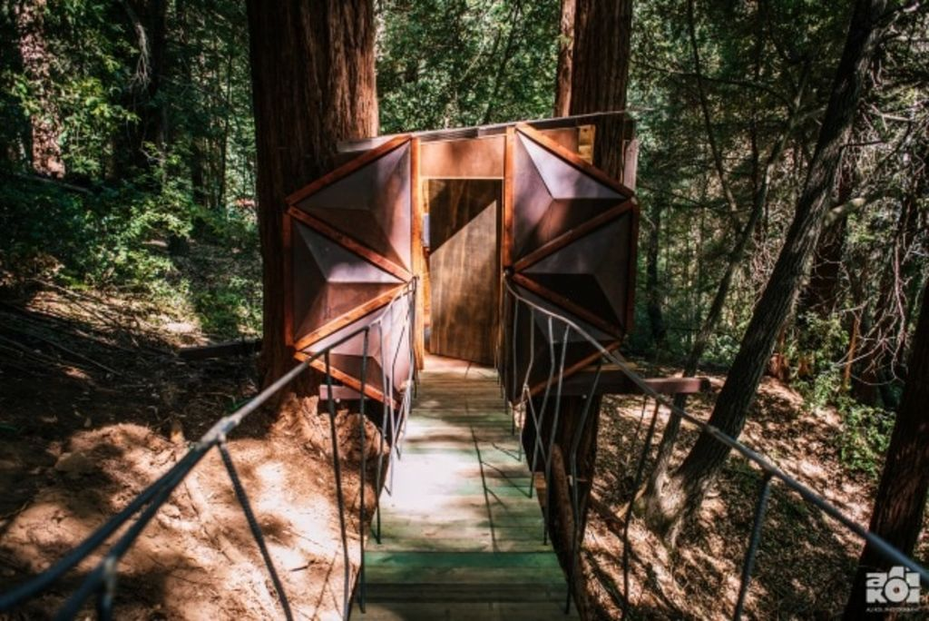 The bathroom also blends in with the trees. Photo: Alissa Kolom