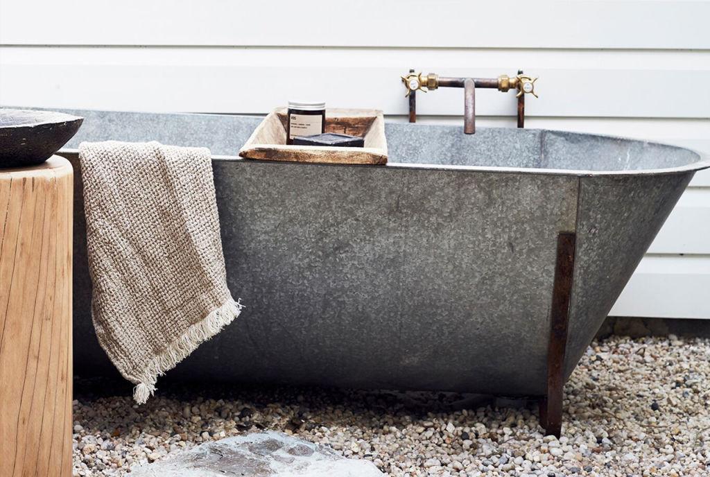Outdoor_Bath_6_i4q4tl