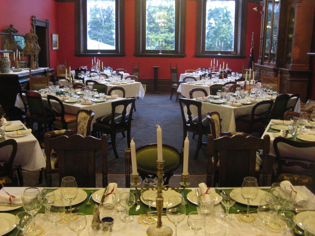 Ballroom_set_for_a_dinner_pic_1_syal1p