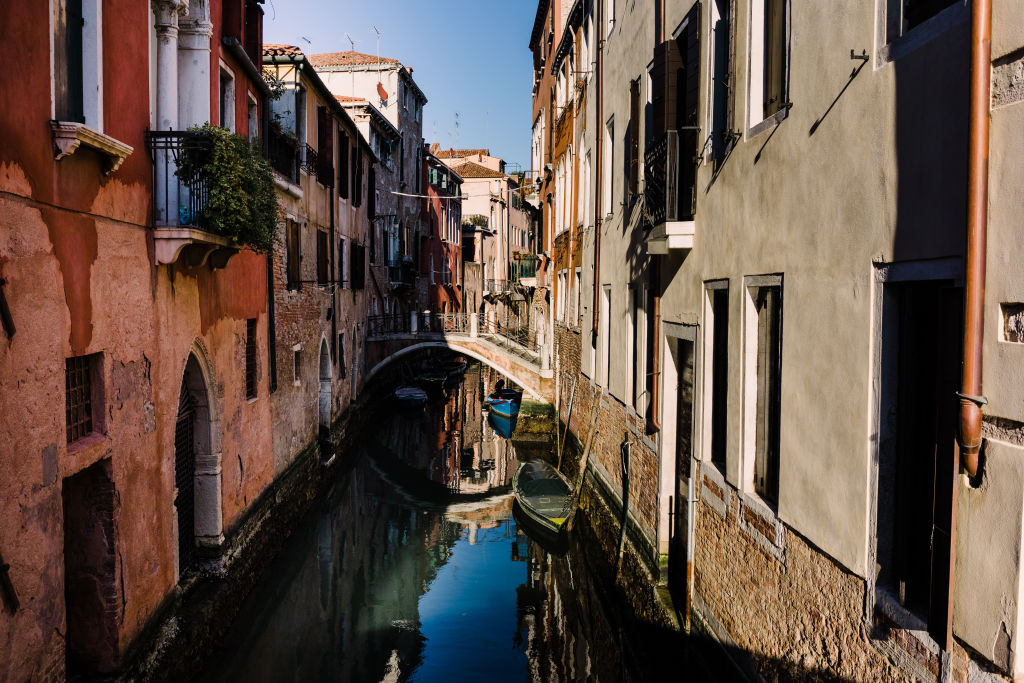 A_corner_in_Venice_q7qibs
