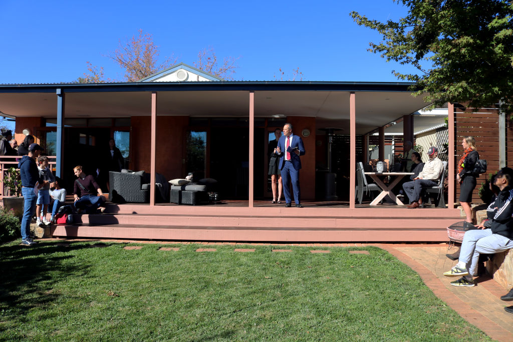 Canberra auctions: Curtin house sells for $1 2 million as