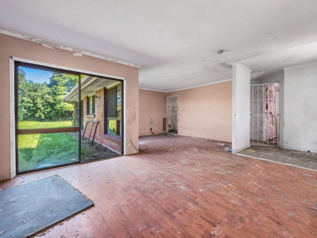 Stupendous Brisbanes Worst House Its So Unliveable No Buyers Are Beutiful Home Inspiration Xortanetmahrainfo