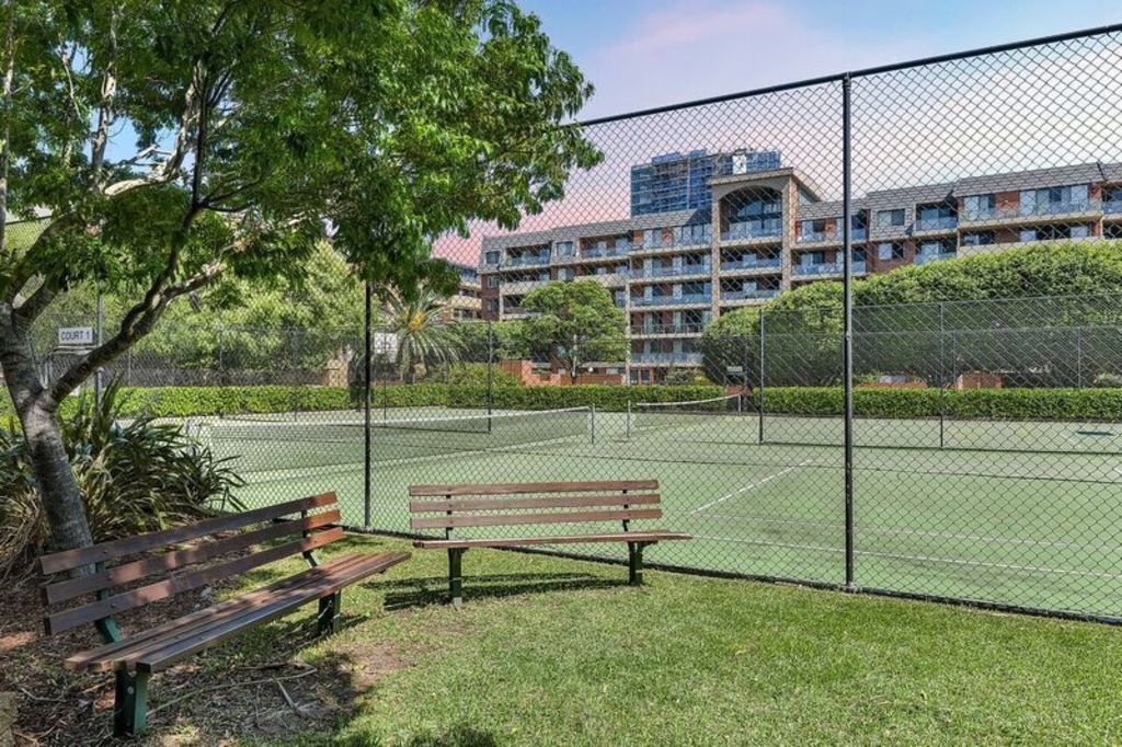 sydney_park_village_tennis_courts_j6afww