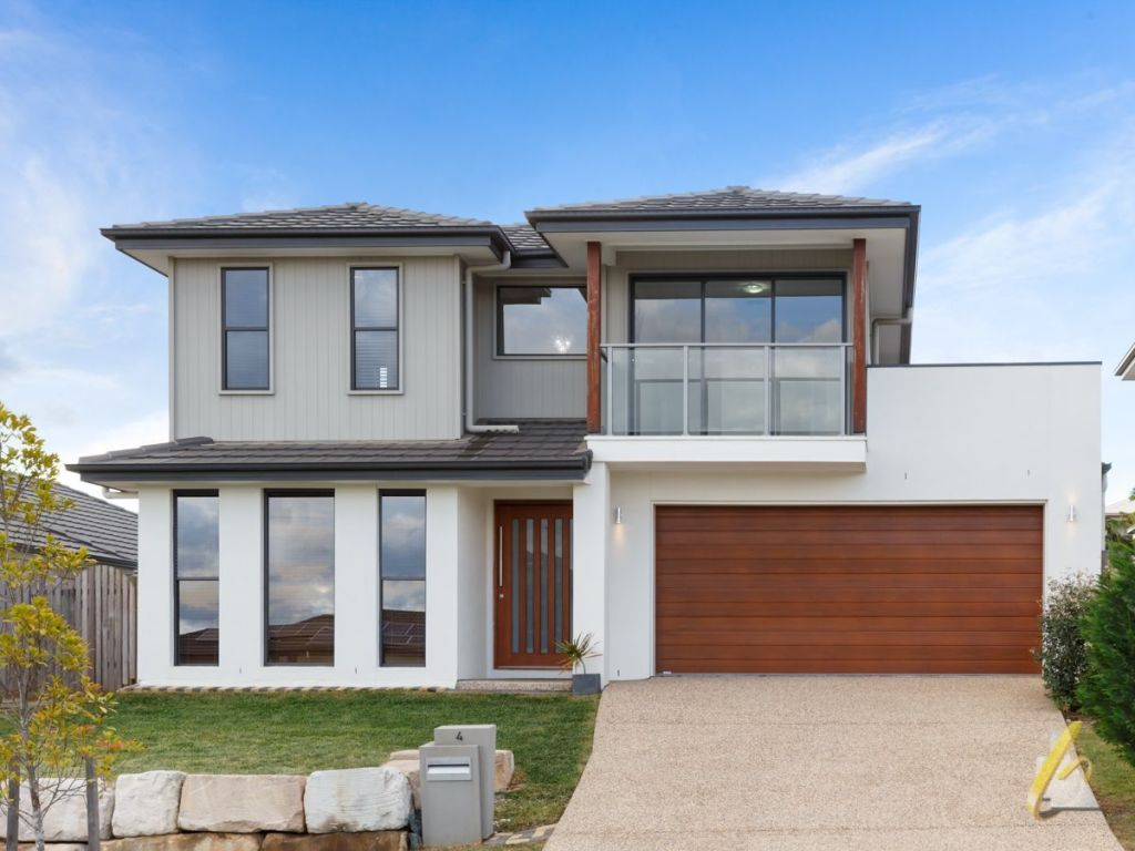 4 Berkshire Place, Heathwood in Brisbane's Southwest sold under the hammer for $500,000.