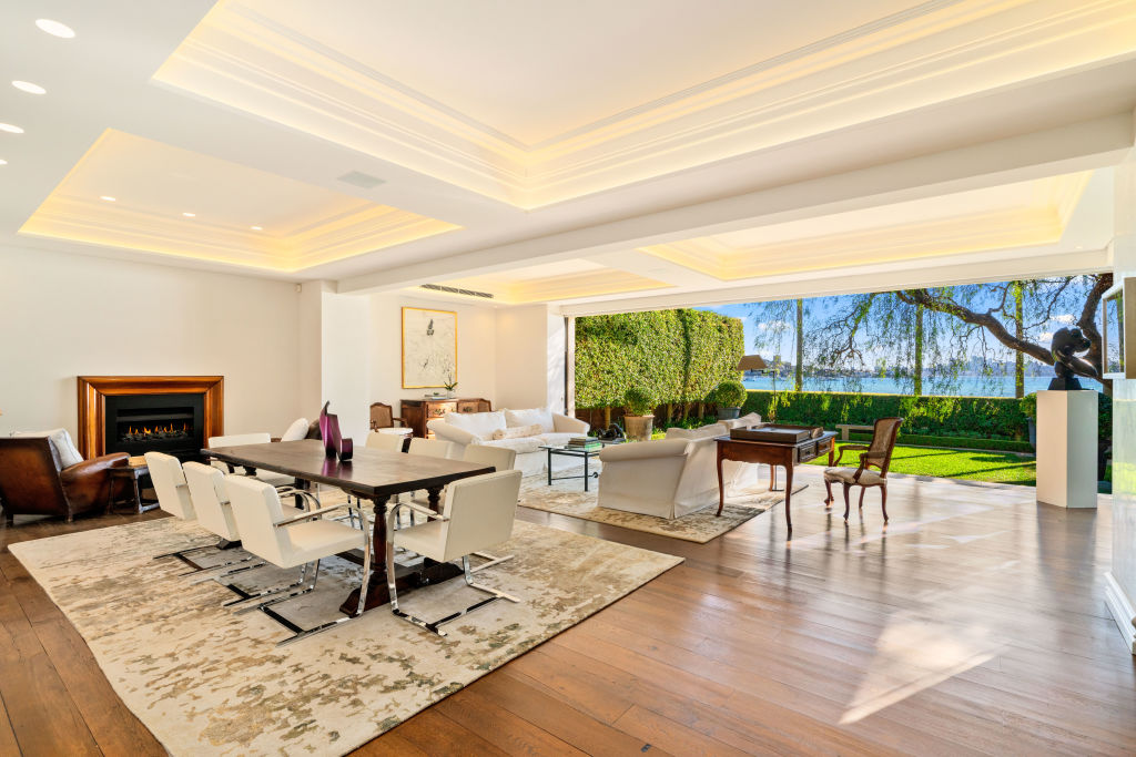 5 Collins Ave Rose Bay.