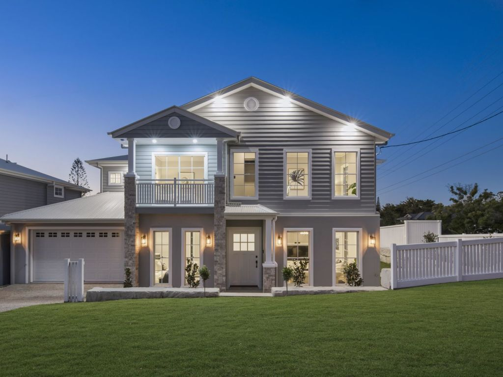 42 Koondara Street, Camp Hill in Brisbane's east sell under the hammer for $1.75 million.