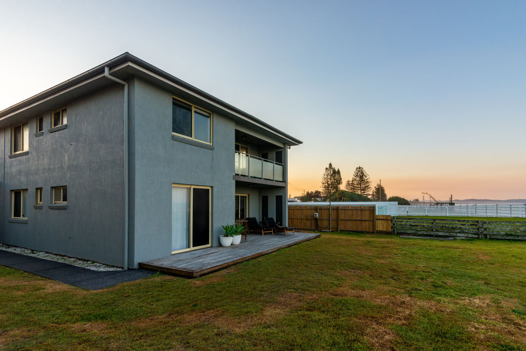 A block of four apartments at 85 Ballina Street Lennox Head, of whch the downstairs is owned by Dr Syd Bader. The rest are owned by Adam Gilchrist