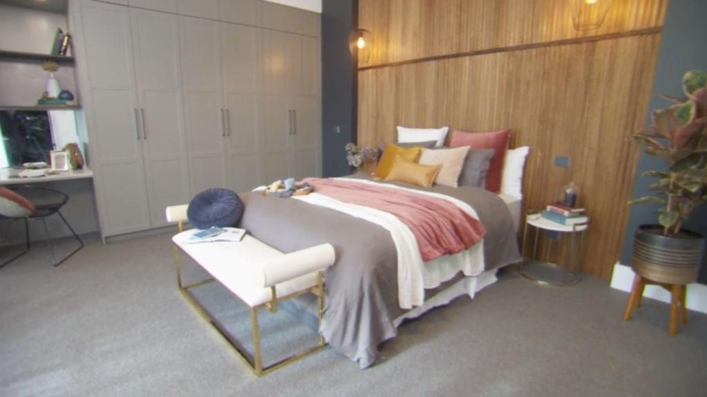 block-tess-luke-bedroom_hnl6ia