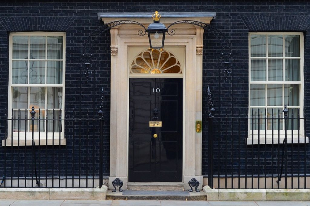 Only_a_select_few_will_get_into_the_house_this_weekend_10-Downing-Street._Open_House_London_eehasv