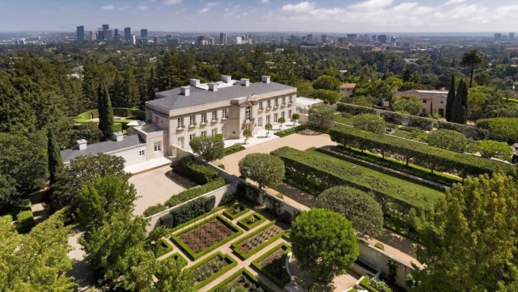 The property sits on more the 10acres of land overlooking LA.