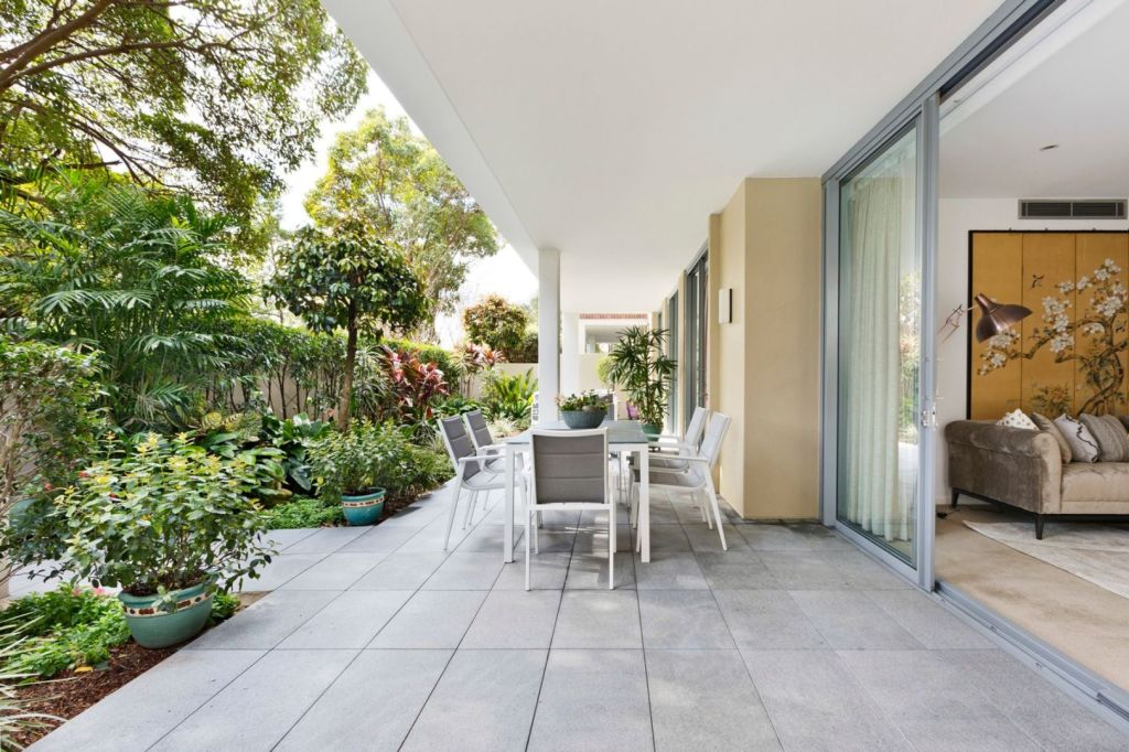 Expansive courtyards and sliding doors create an extended living space outdoors.