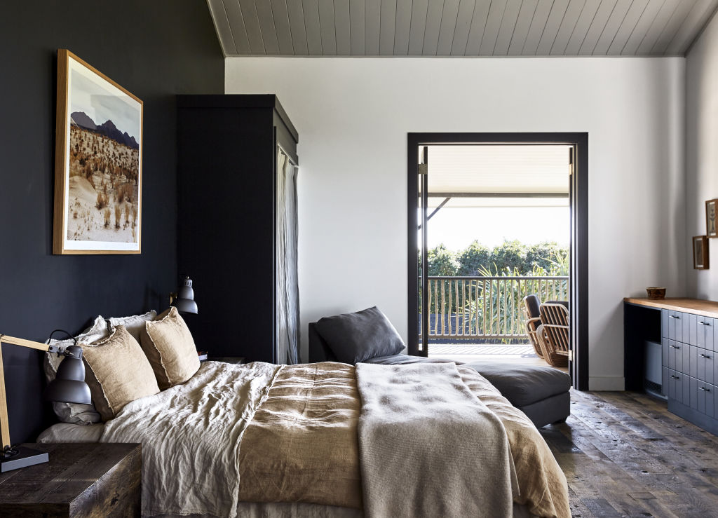 Island Luxe Bangalow bed linen in the master bedroom and Pampa desert print. Styling: Annie Portelli.