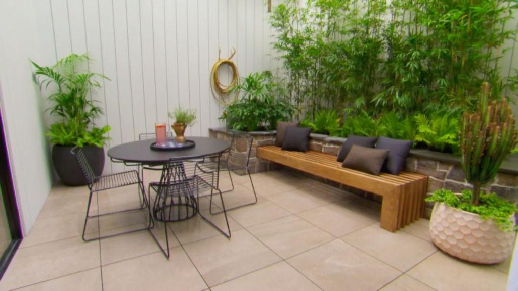 block-elise-matt-courtyard2_qmtp2k