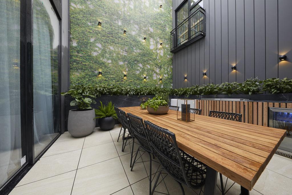 WK9_Courtyard_Jesse_Mel-16_jh3uzw